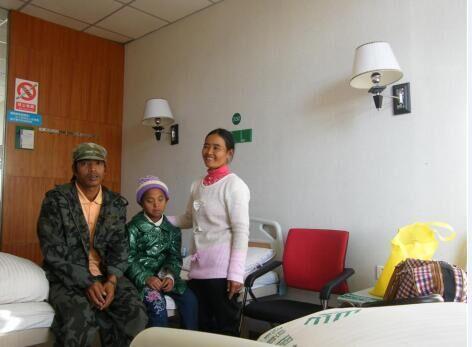 """佤族女孩角膜移植成功""""八年了,终于看见父亲模样"""""""